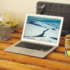 "2. EL MACBOOK AİR 13"" MİD 2011 i5 1.7GHZ 256GB GÜMÜŞ"